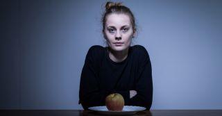 Коли їжа є ворогом: Чому стаються розлади харчової поведінки у підлітків
