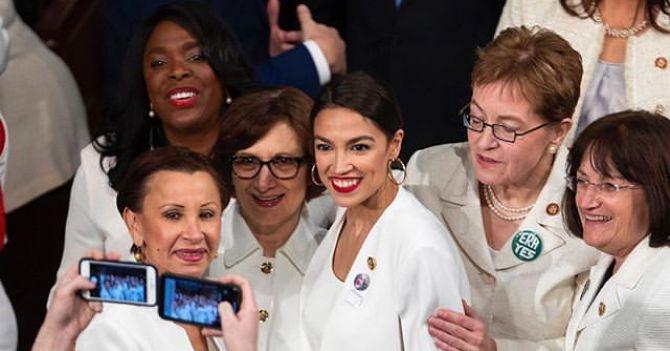 Люди в белом: Конгрессвумен выступили за равную оплату труда и репродуктивные права