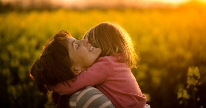Теория и практика: Как привязанность к матери влияет на развитие детей