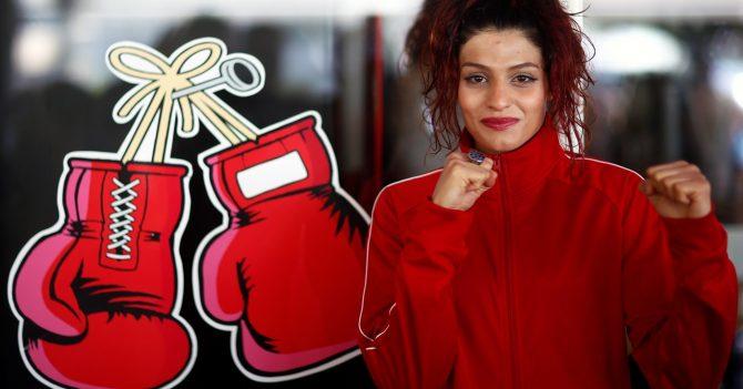 Іранка вперше взяла участь в офіційному боксерському поєдинку
