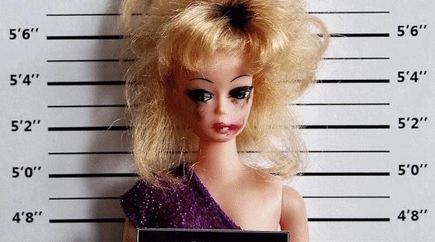 """Протистояння """"терору успіху"""": У соцмережах набирає обертів хештег #BarbiesDarkSecrets"""