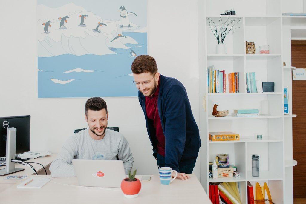 Beetroot – первая и пока единственная украинская IT-компания, получившая награду WorldBlu, как самый демократичный работодатель. Корпоративная культура Beetroot основана на принципах организационной свободы, профессионализма и доверия..