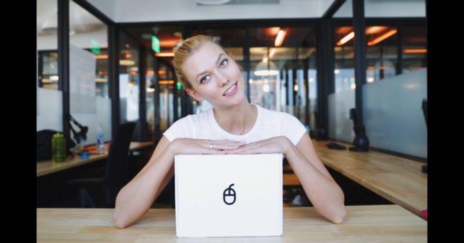 Красивая и умная: Модель Карли Клосс обучает девушек программированию