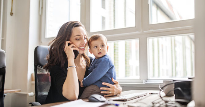 Новые правила декретного отпуска в Украине: декрет могут взять мама, отец и родственники
