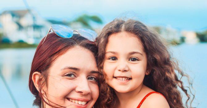 """""""Батьки-гелікоптери"""": Чим загрожує надто турботливе виховання?"""