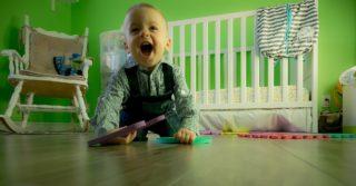 Нужно ли играть с маленьким ребенком?