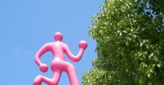 Карантин во Франции: мужчина пробежал марафон на балконе