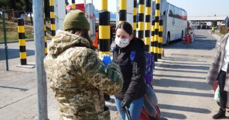 На украинско-польской границе уже пропустили 7,4 тыс. украинцев