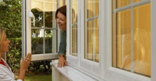 Могут ли пластиковые окна открываться наружу?