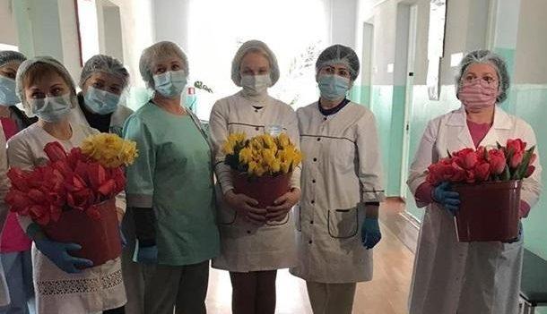 Тысячи тюльпанов для медиков от каховского фермера