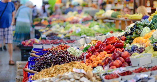 Президент Украины поручил правительству открыть рынки
