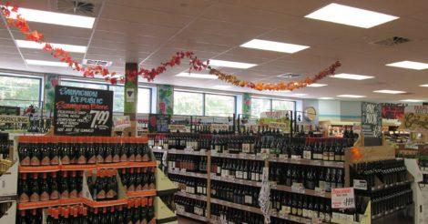 Поляк провел ночь во французском супермаркете, пил виски и смотрел порнофильмы