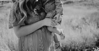Невыносимая легкость материнства: Анна Топилина о тотальной ответственности женщин перед обществом