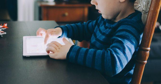 92 % батьків дають дитині користуватись одним і більше гаджетів»:  результати онлайн-опитування
