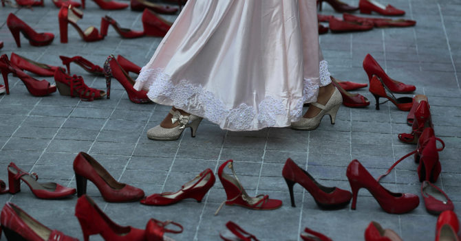 Червоні черевики і не тільки: Безкарність насильства та нечутливість ЗМІ