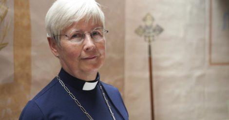 В церквях Швеции все больше священниц
