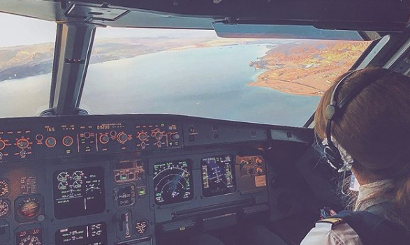 Военно-морской флот США взял пилотом первую темнокожую женщину