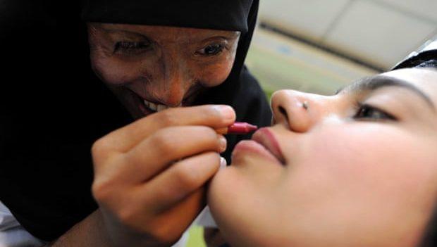 В Пакистане открыли салон, где работают женщины, которых облили кислотой