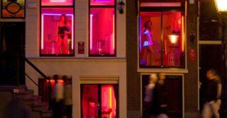 В Амстердаме закрыли часть улицы красных фонарей