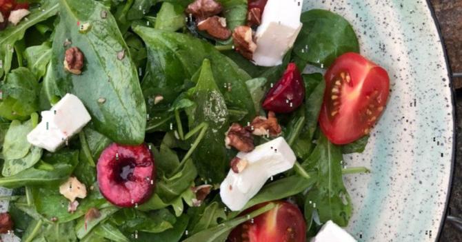 Рецепт салата на основе черешни для самых смелых