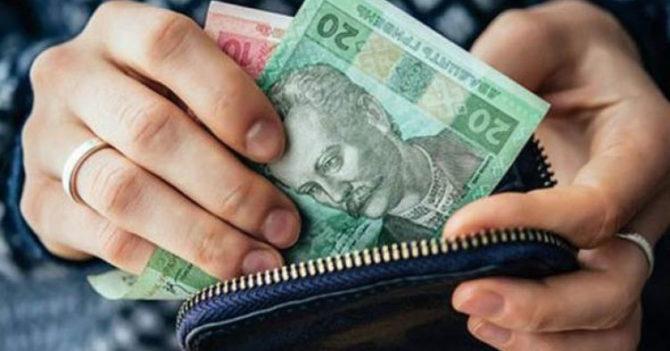 Средняя зарплата в Украине выросла на 3% за год
