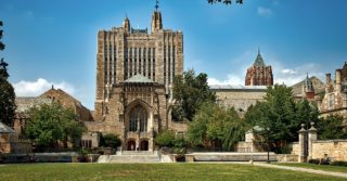 Йельский университет обвиняют в рассовой дискриминации абитуриентов