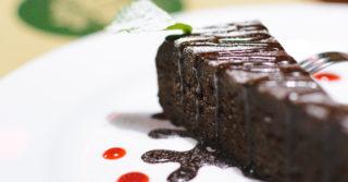 Шоколадный торт с кока-колой: невероятно «влажный», без какой-либо пропитки
