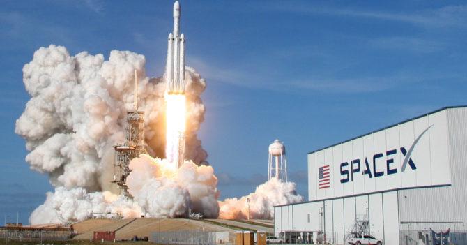 Стажерка обвиняет SpaceX в дискриминации