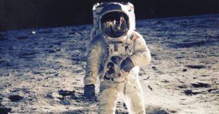 NASA хочет отправить на Луну первую женщину