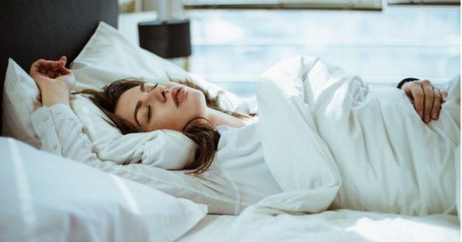 Сколько часов сна мы теряем из-за работы: исследование