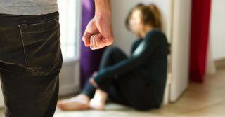 Домашние агрессоры в Молдове будут обязаны носить электронные браслеты