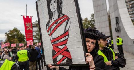Швеция предлагает делать аборт польским женщинам у них: бесплатно и безопасно
