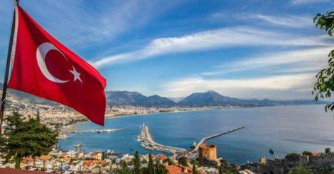 В Турции усиливают карантин и закрывают общепит