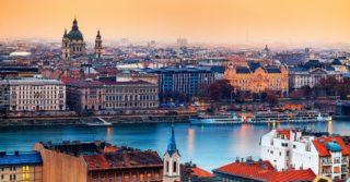 В Венгрии хотят запретить усыновлять детей одиночкам