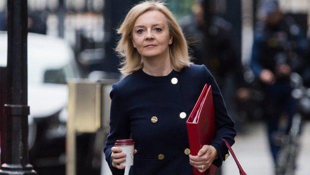 Министра по делам равенства Великобритании обвинили в дискриминации