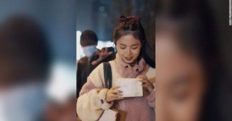 В Китае выпустили рекламу салфеток для демакияжа: ее раскритиковали за пропаганду изнасилований