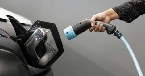Батарея, которая заряжает электромобиль за 5 минут: создали в Израиле