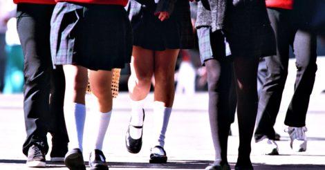 Школярка-мусульманка відмовилась одягти коротку спідницю: її не пустили на уроки