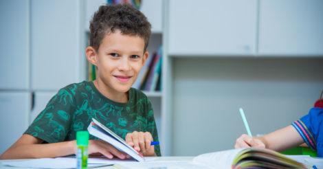 Смена школы – важный этап в жизни как родителя, так и ребенка. Школа КМДШ приглашает на обучение