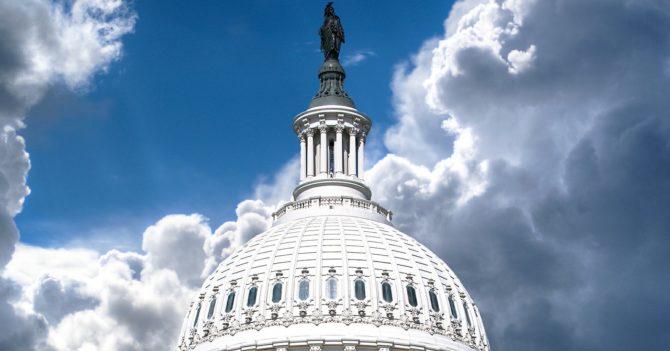 Дональд Трамп осуждает бунтовщиков Капитолия за осаду Конгресса