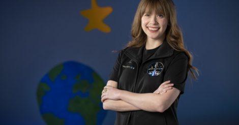 В космический туризм на SpaceX отправится женщина, которая победила рак