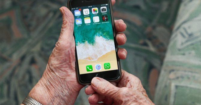 Как не попасть на крючок мобильных мошенников: объясняем своим родителям
