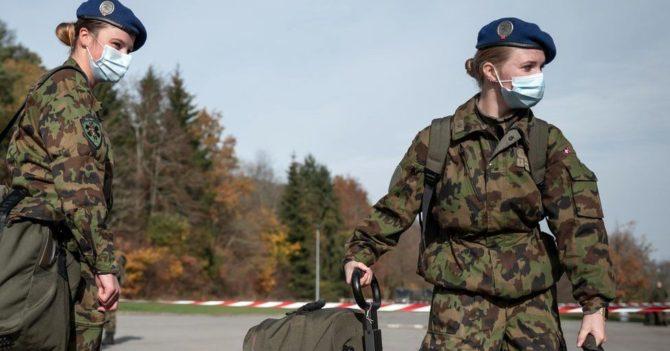 В Швейцарии женщины-военные впервые получили подходящую форму и нижнее белье: что это значит
