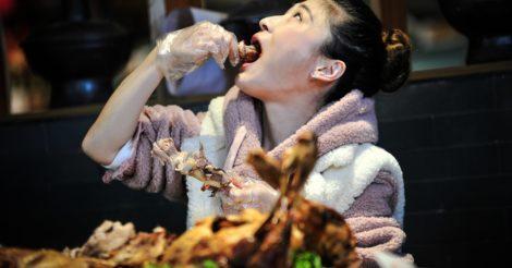 Китайским рестораторам разрешили штрафовать посетителей