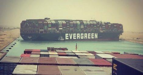 В Египте первую женщину-капитана обвиняют в том, что это она заблокировала Суэцкий канал