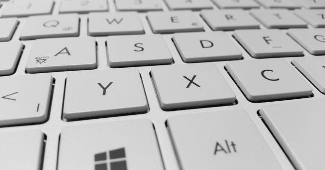 Как продезинфицировать клавиатуру ноутбука?