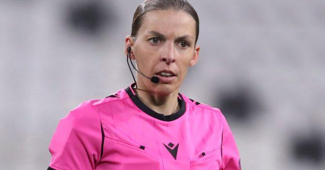 Женщина-арбитр впервые будет судить мужской футбол