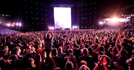 В Париже провели концерт-эксперимент: 5 тысяч зрителей в масках