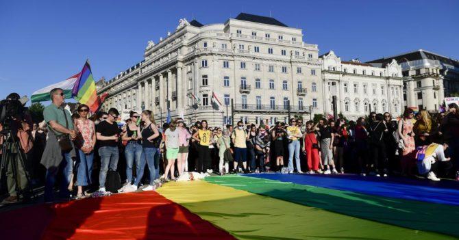 Венгрия запретила использовать в школах ЛГБТ-контент