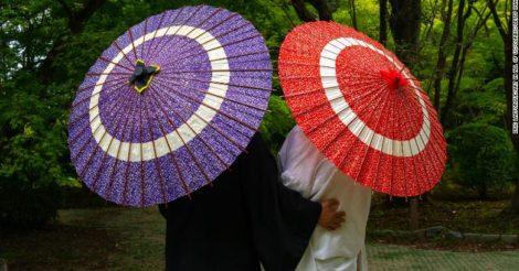 В Японии официально запретили супругам иметь разные фамилии